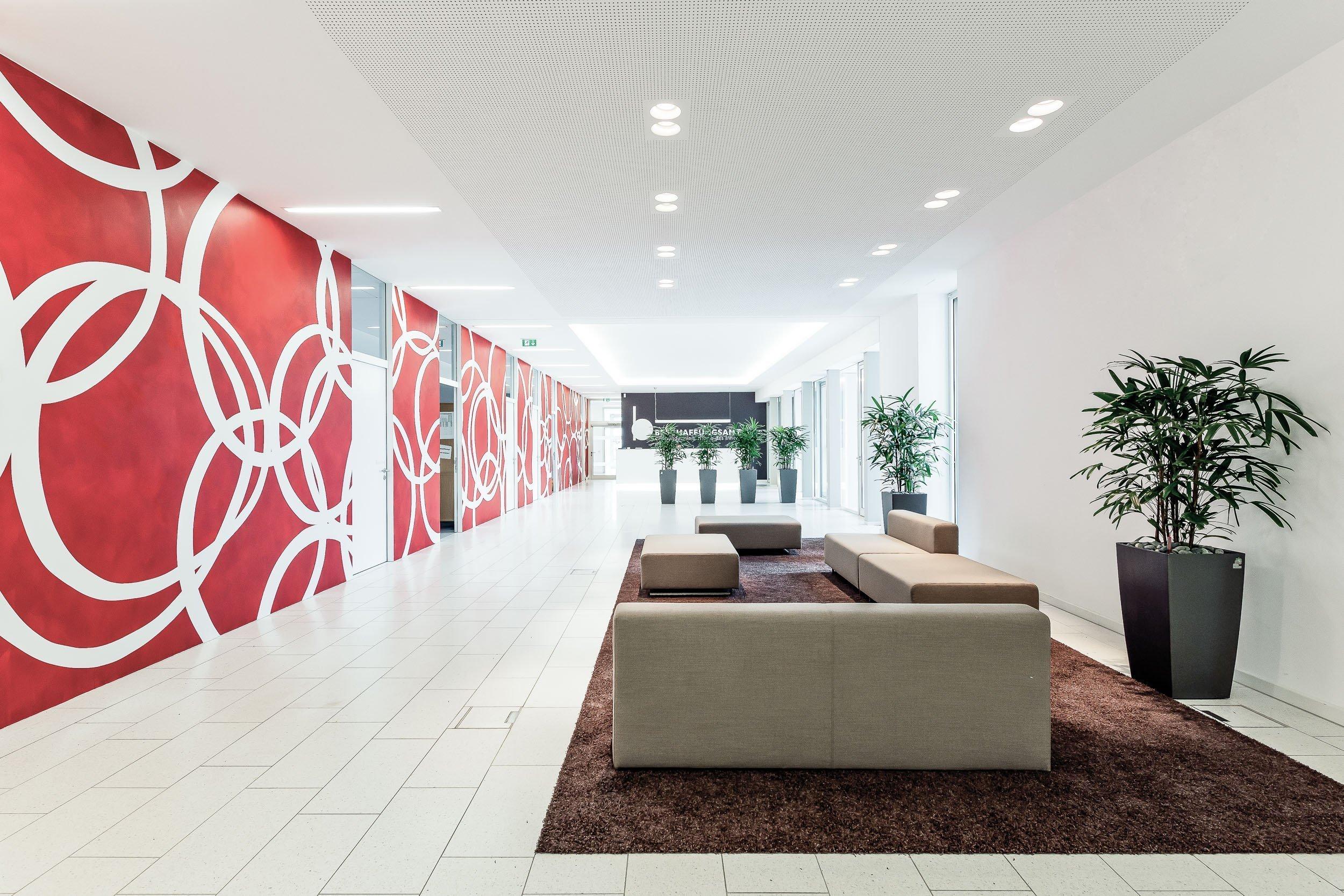 Beschaffungsamt Bonn - Eingangsbereich mit Sitzmöglichkeiten