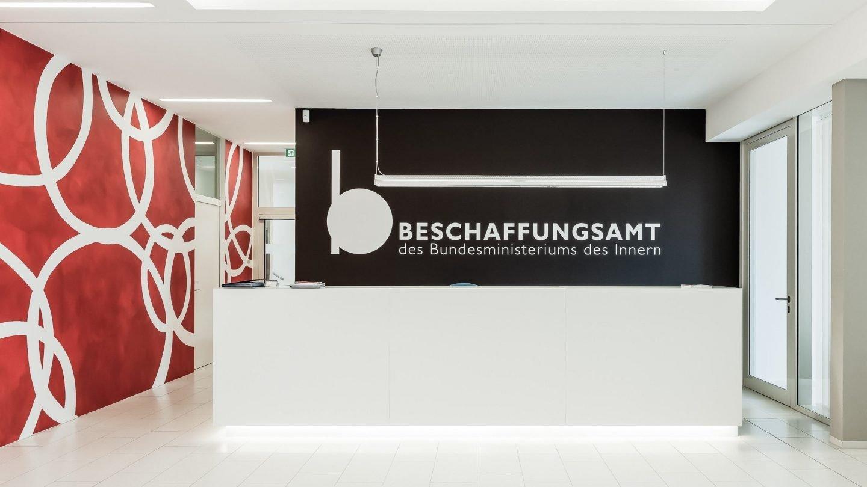 Beschaffungsamt Bonn - Eingangsbereich mit Empfangstresen