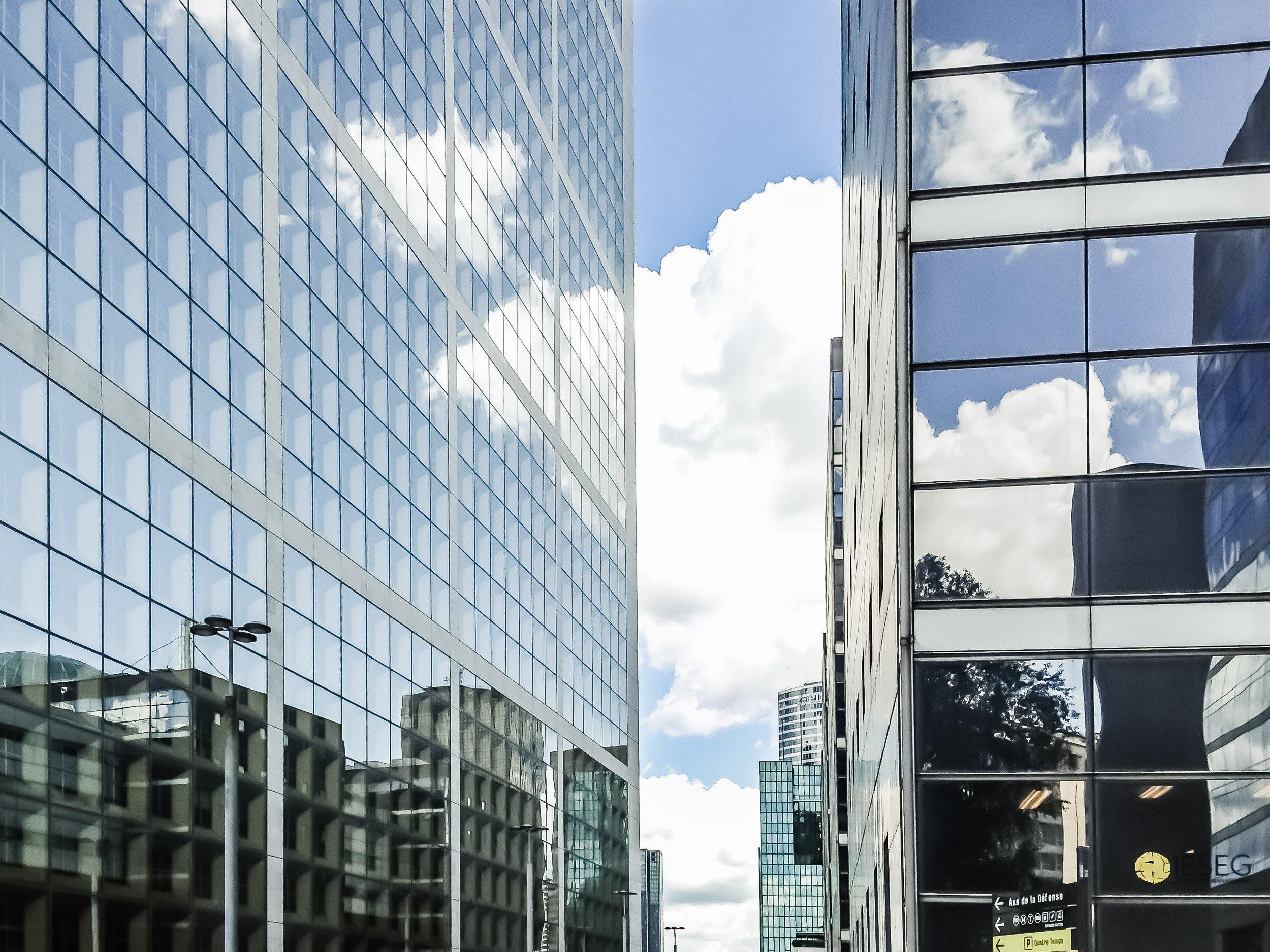Cours Valny Parius - Außenansicht Glasfassade