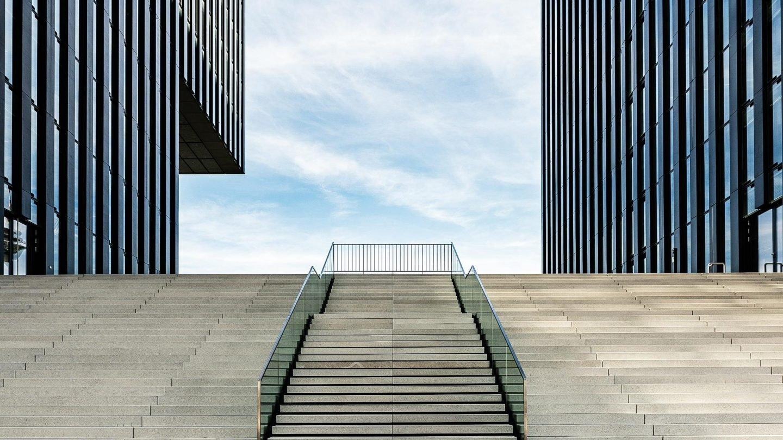 Development 04 - Treppenaufgang zum Hotel Hafenspitze Düsseldorf