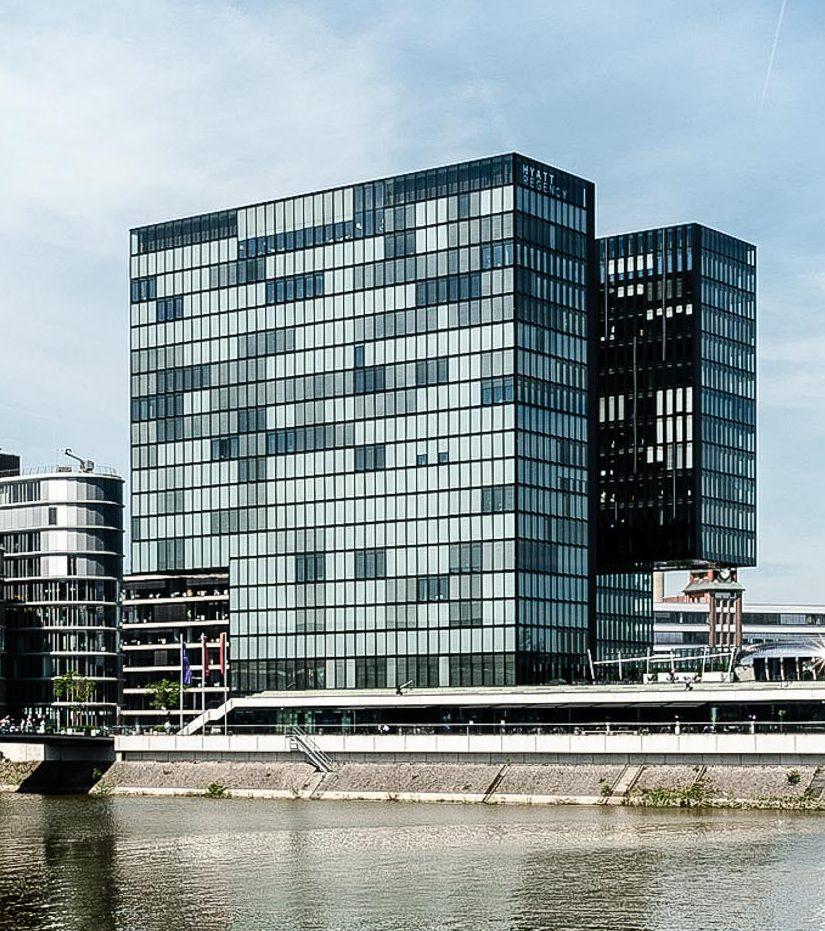 Development 04 - Gebäudetürme des Hotel Hafenspitze Düsseldorf