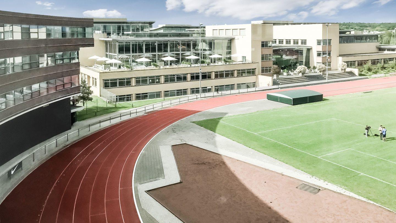 Holland 67 - Sportplatz am Gebäude Arena Hilversum