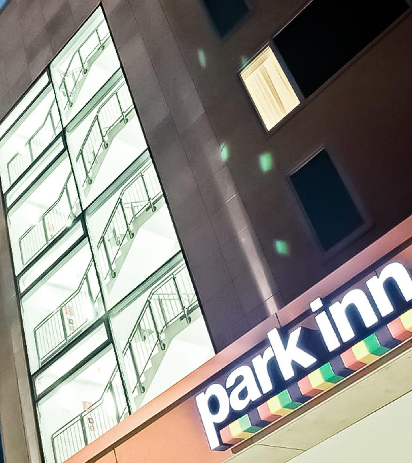 Hotel Park Inn Frankfurt am Main - Außenansicht bei Nacht
