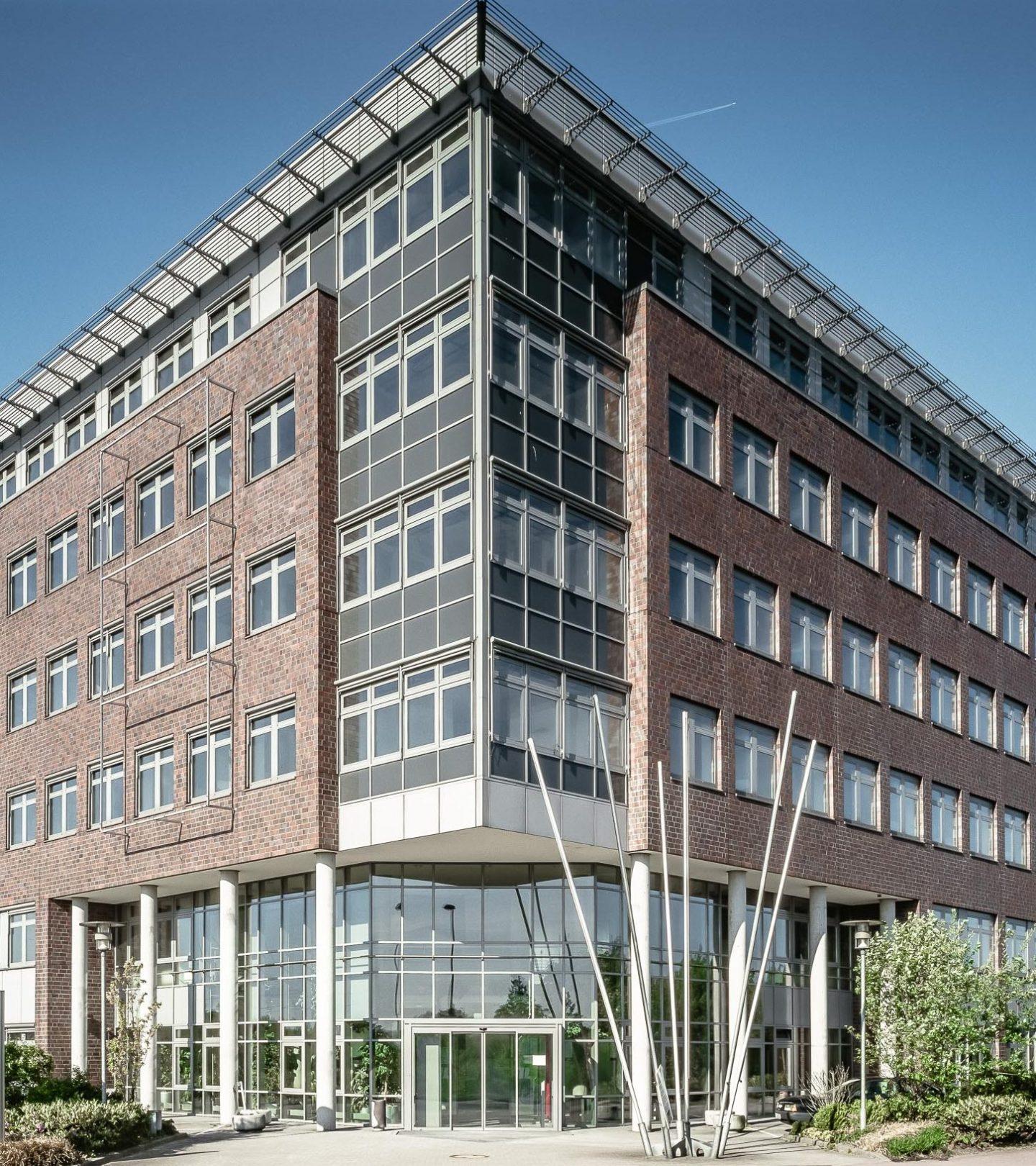 Kreisverwaltung Pinnberg - Hautpeingang