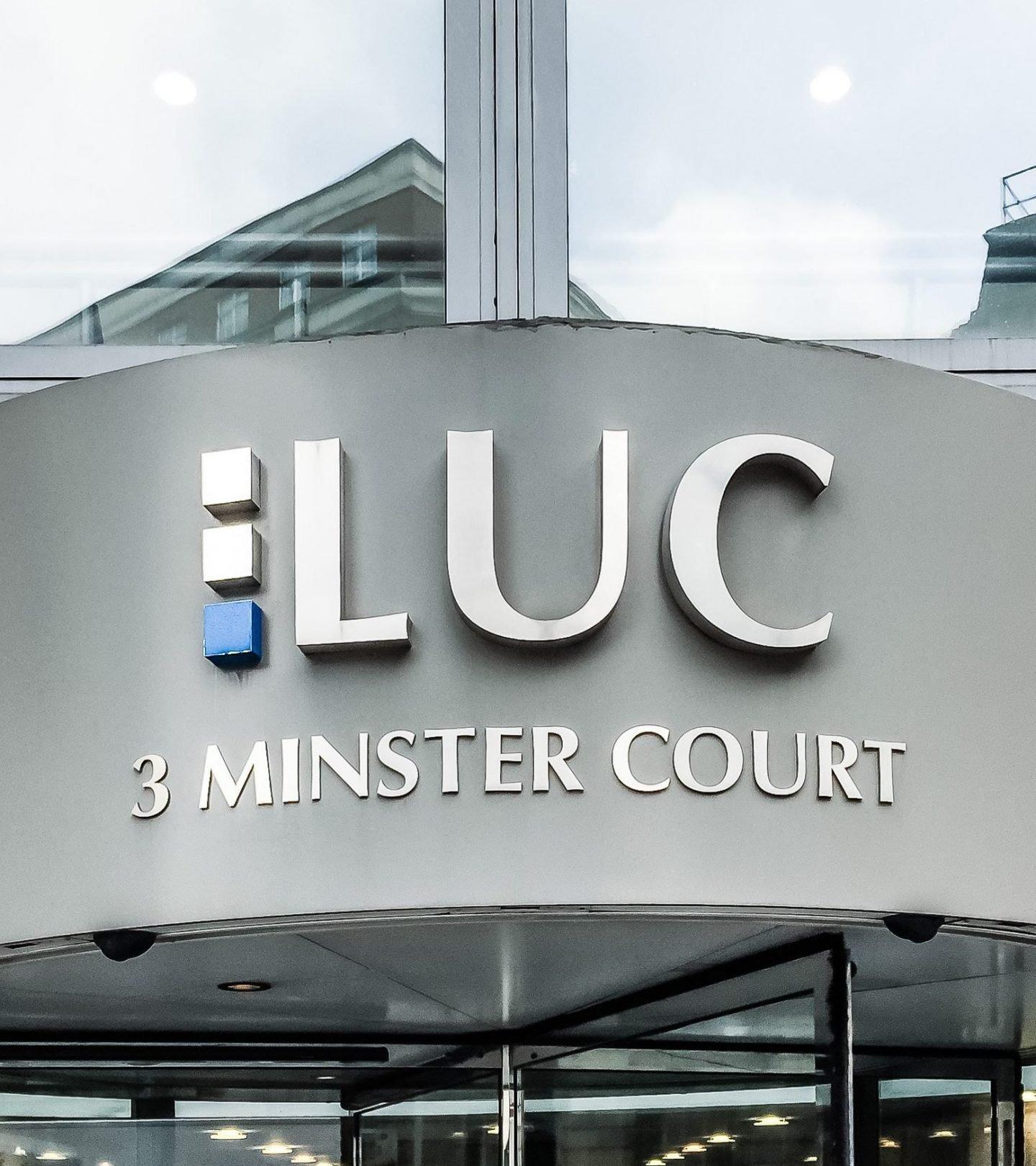 Minster Court London - Außenansicht Eingang