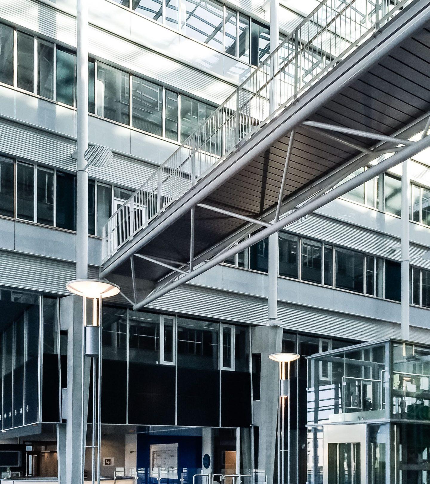 Paasheuvelweg Amsterdam - Übergang Gebäudeteile