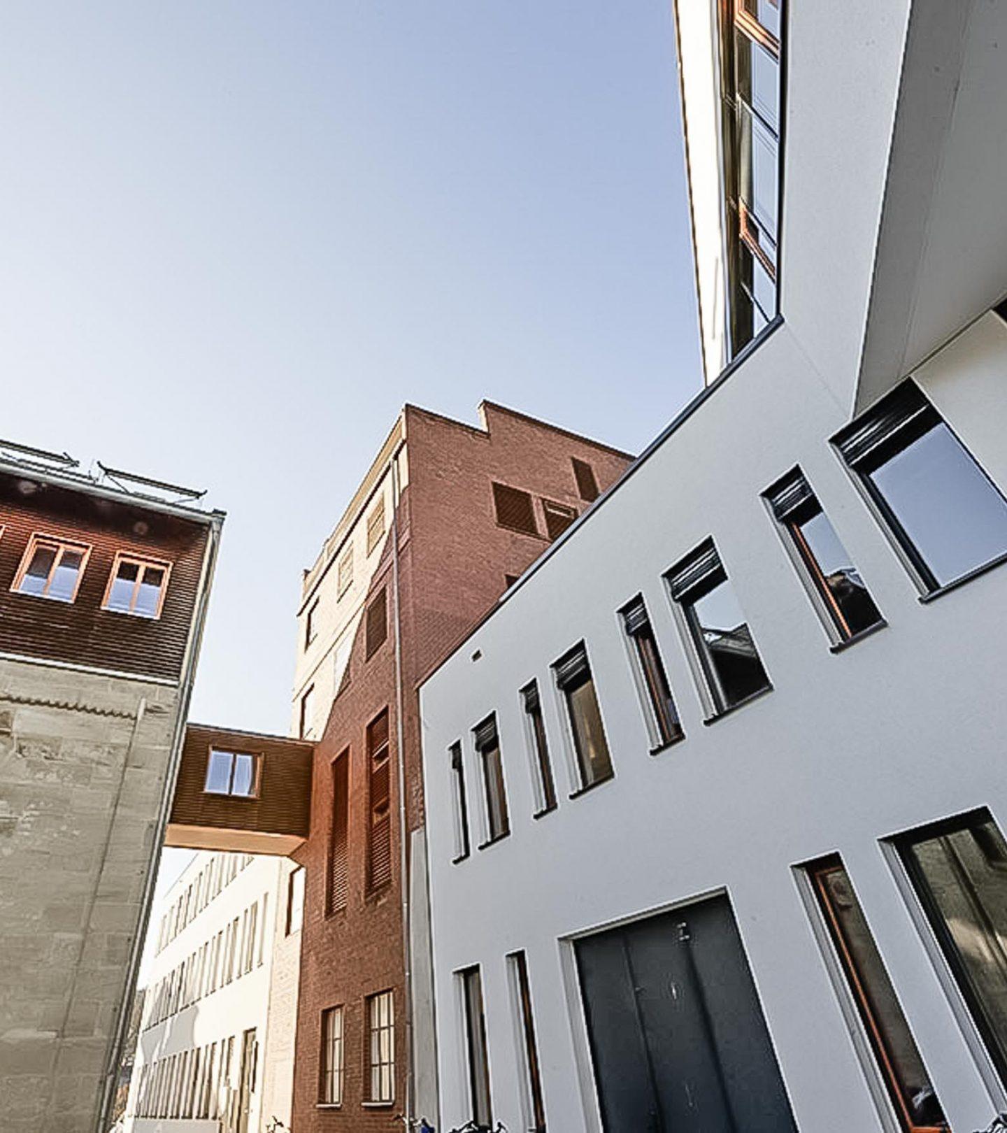 Paribus Hochschulportfolio Bayern - Außenansicht Übergang Design-Campus Hochschue Coburg zu Hofbräuhaus