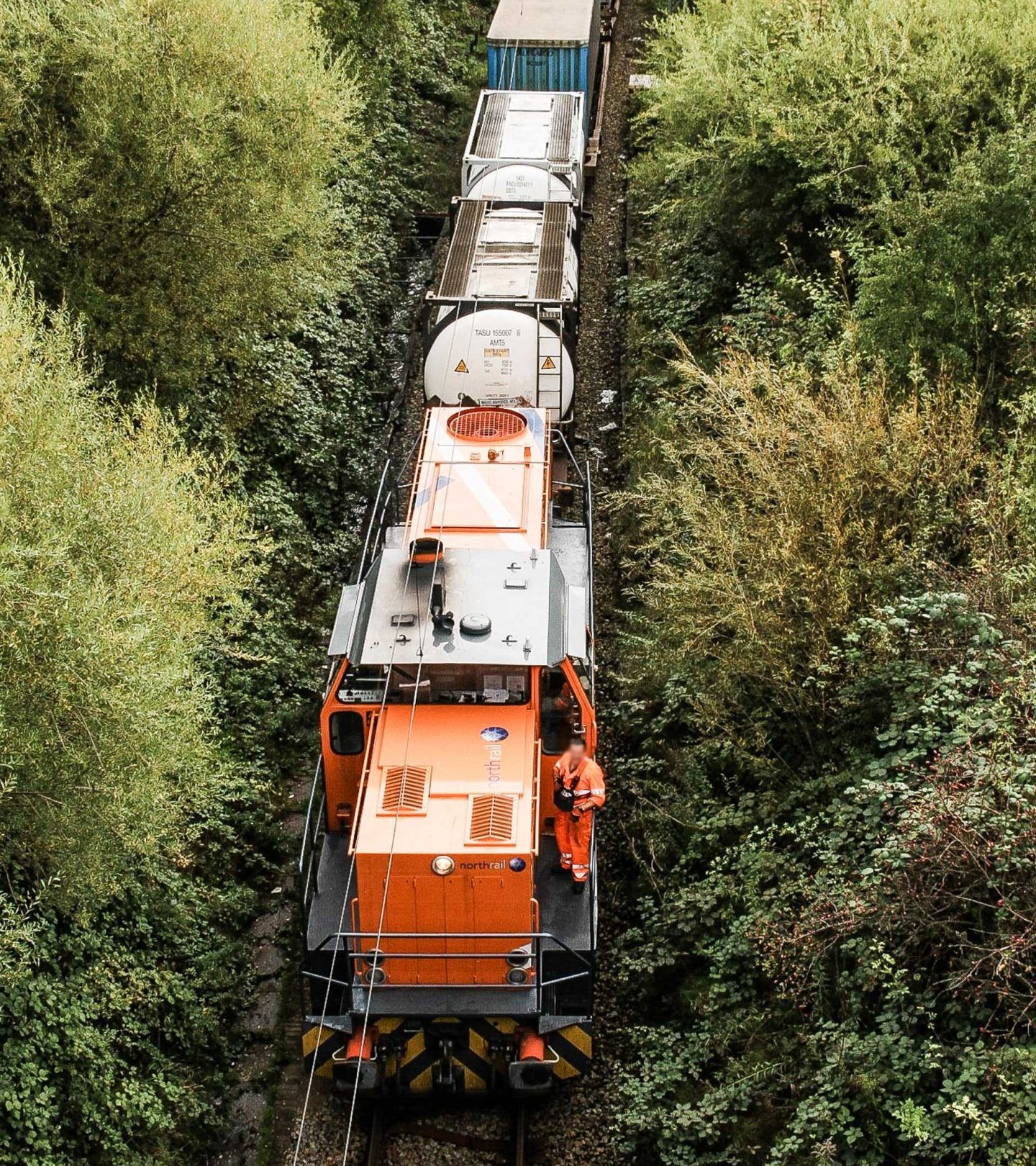 Paribus Rail Portfolio III - northrail-Lokomotive auf Gleisen