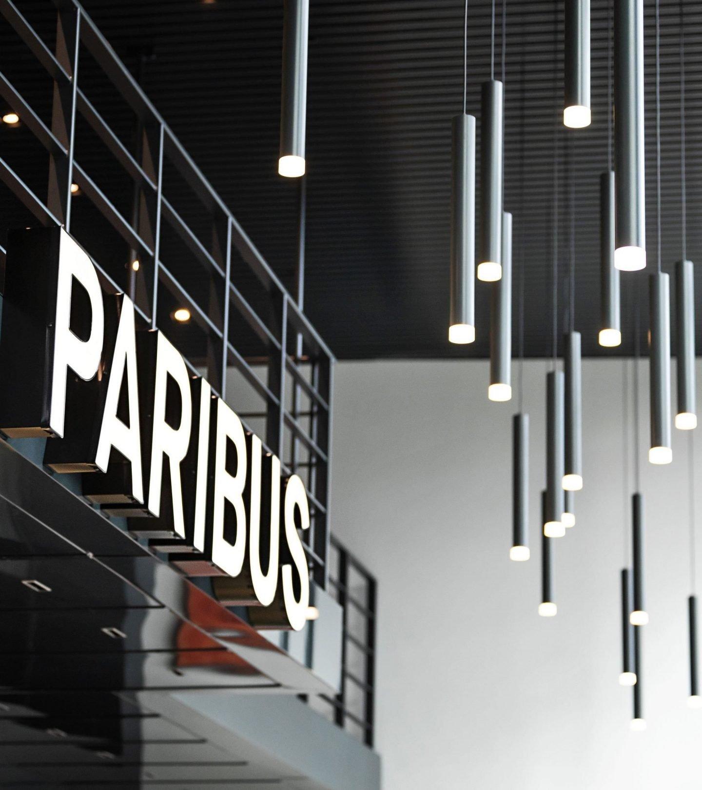 Paribus-Schriftzug im Empfangsbereich