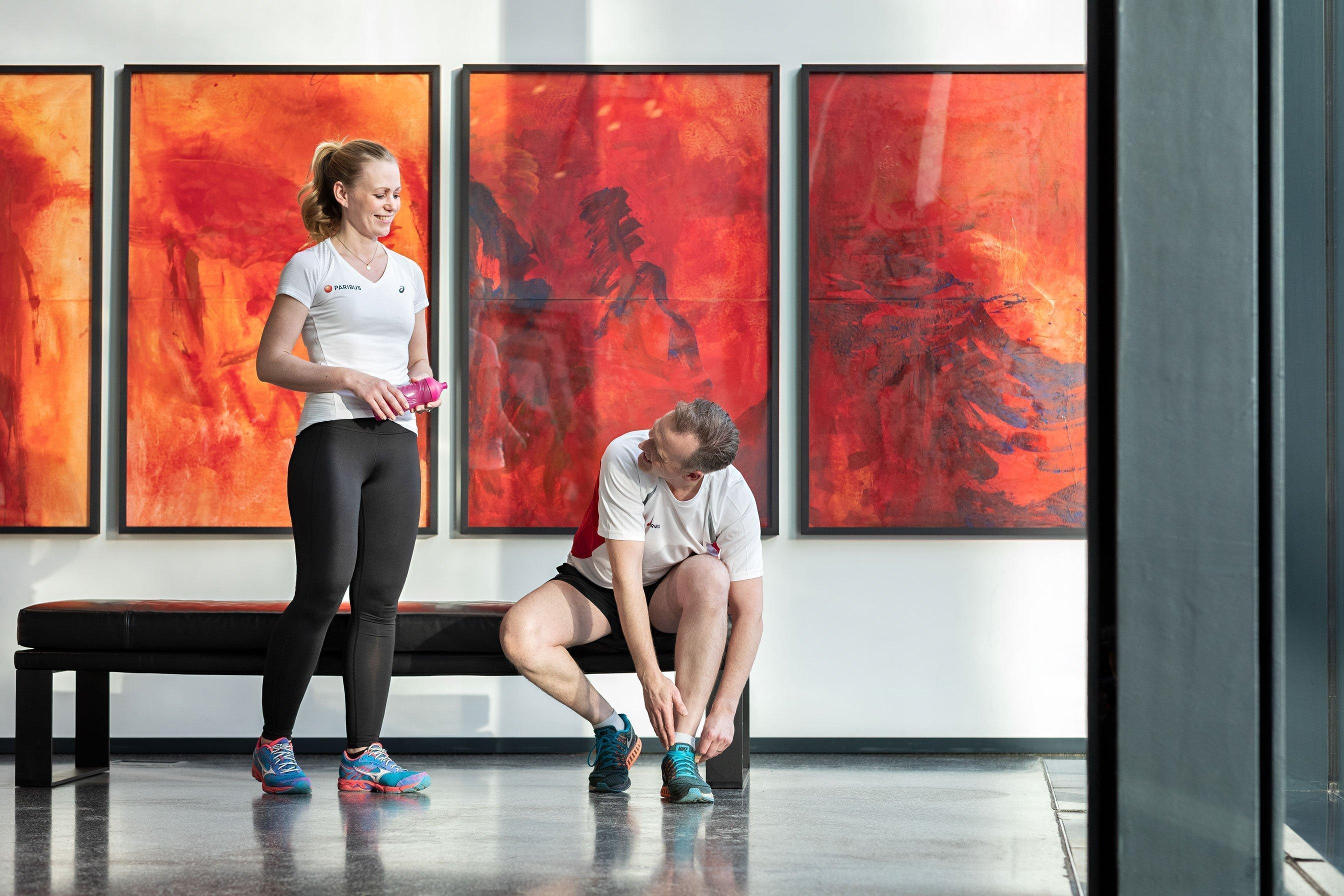 Paribus-Mitarbeiter bereiten sich auf gemeinsamen Sport vor