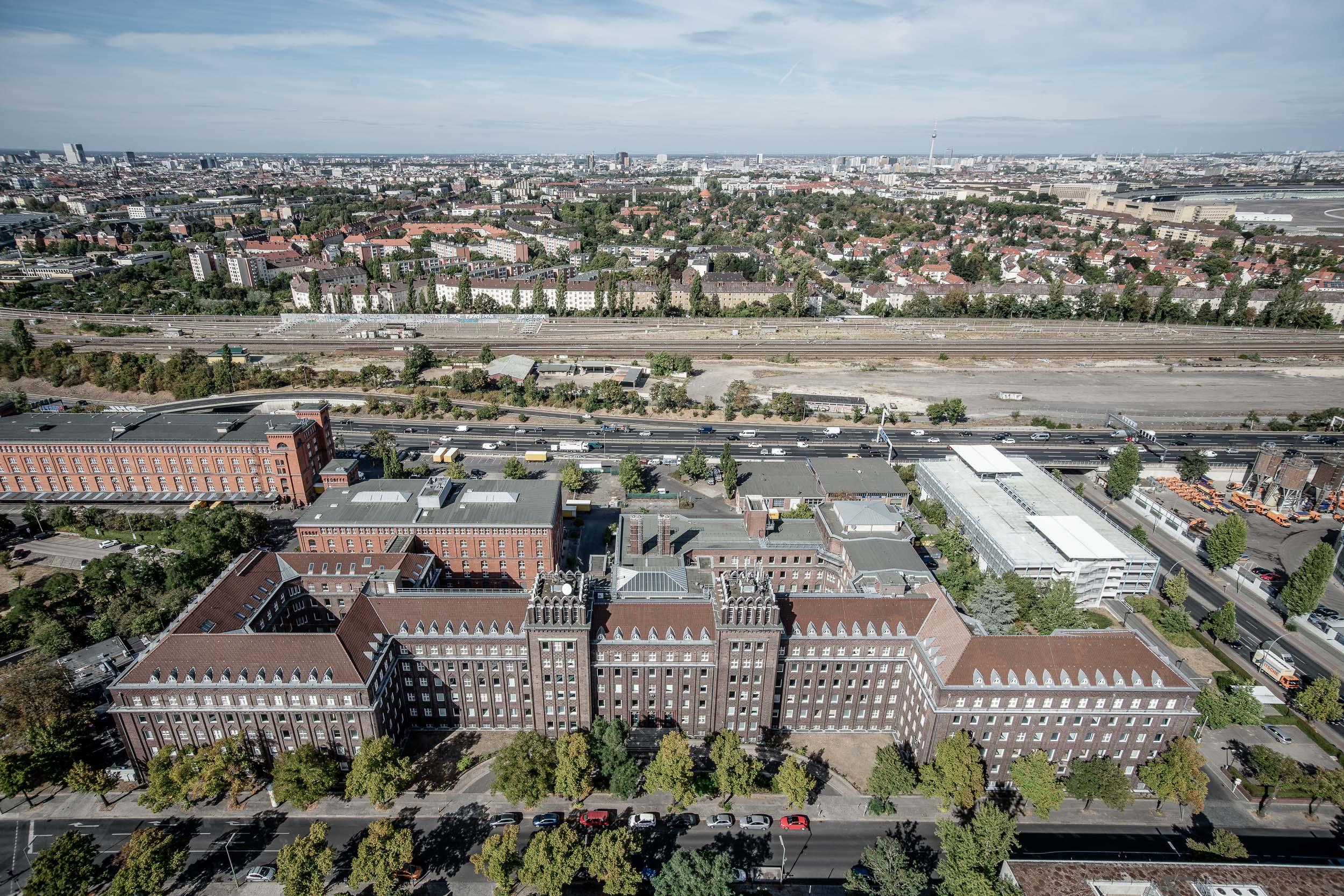 Ringbahnstraße Berlin - Luftbild gesamtes Gebäude