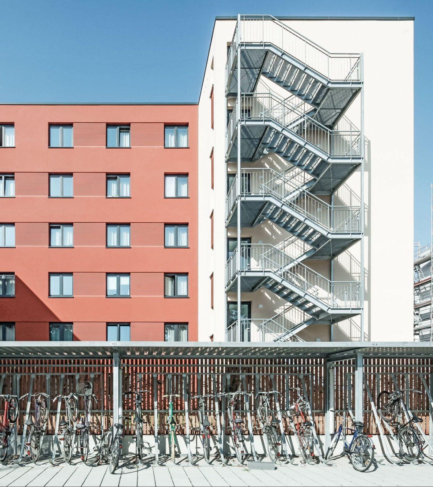 SMARTments Mainz - Seitenansicht mit Fahrradüberdachung