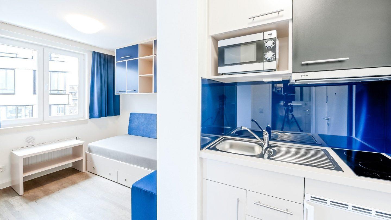 Studieren Wohnen - Innenansicht Wohnraum mit Küchenzeile