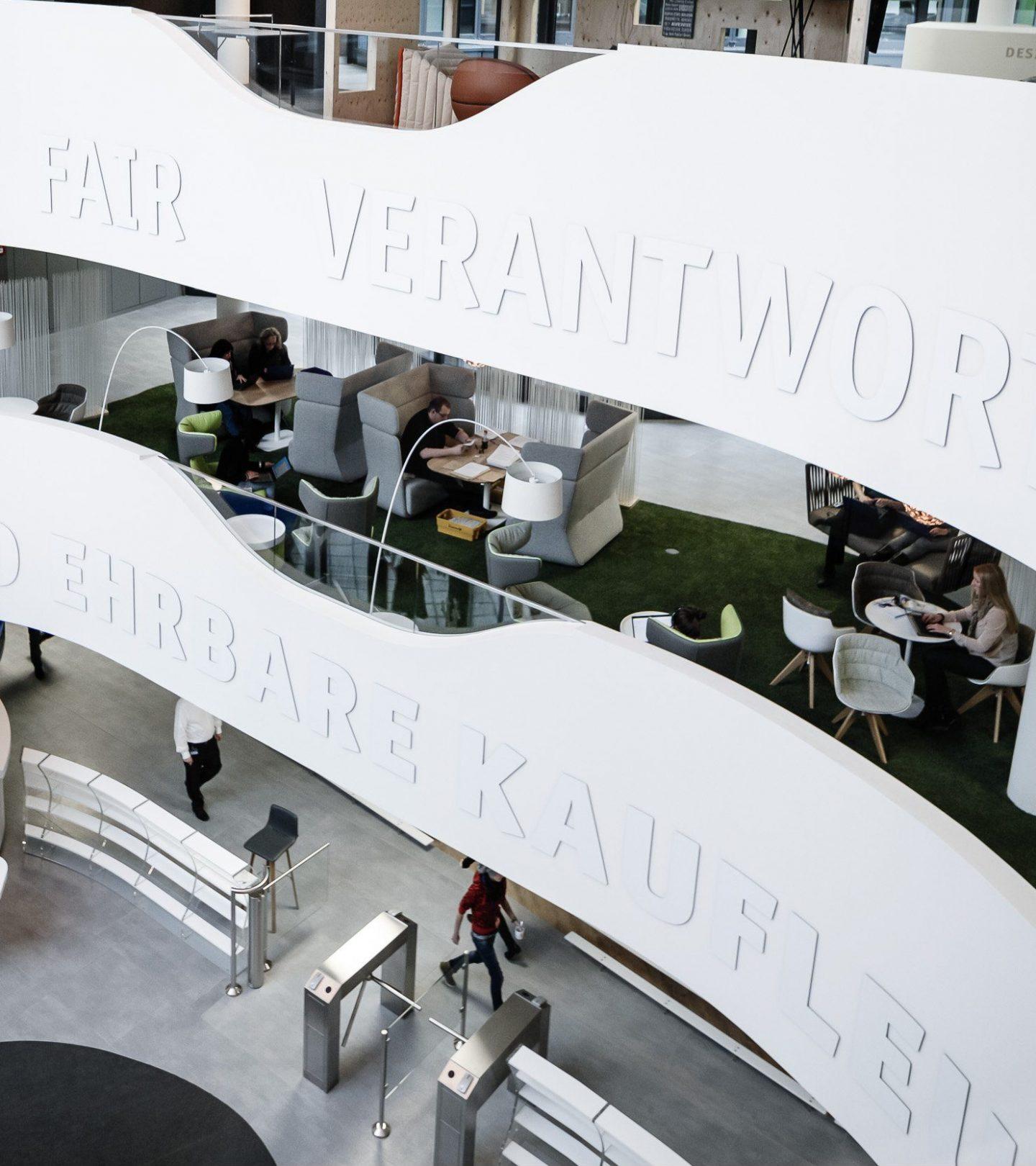 TeamBank Unternehmenssitz Nürnberg - Eingangsbereich