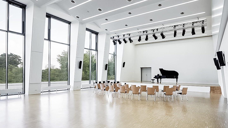 Universität Bamberg - Vorlesungssaal mit Klavier