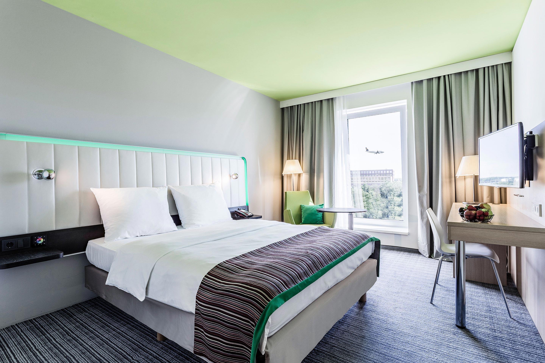 Innenansicht Hotelzimmer des Park Inn Frankfurt Airport Hotel