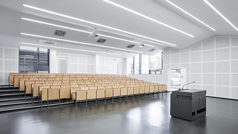 Paribus Hochschulportfolio Bayern - Innenansicht eines Vorlesungsraumes