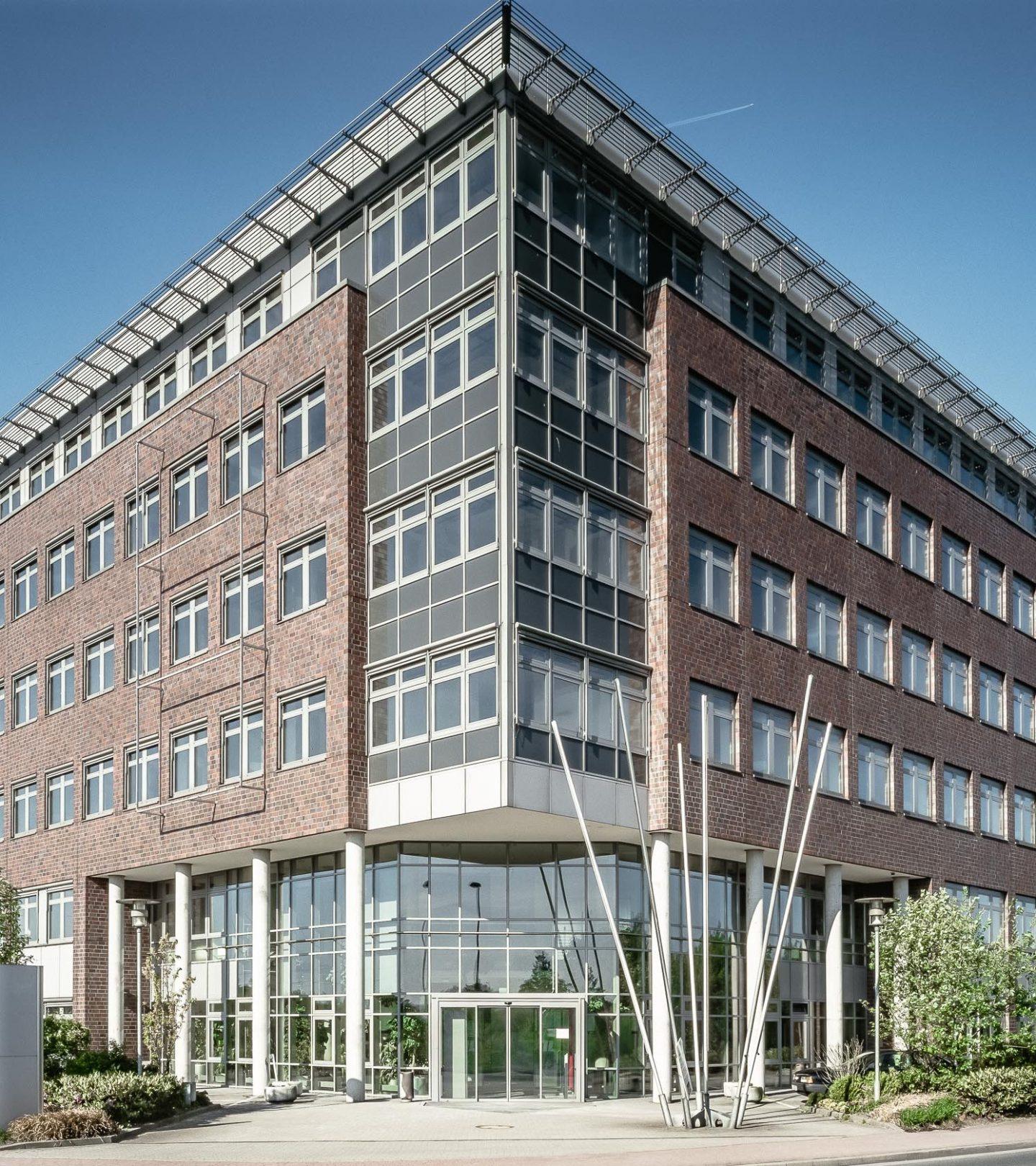 Paribus Kreisverwaltung Pinneberg - Außenaufnahme der Immobilie