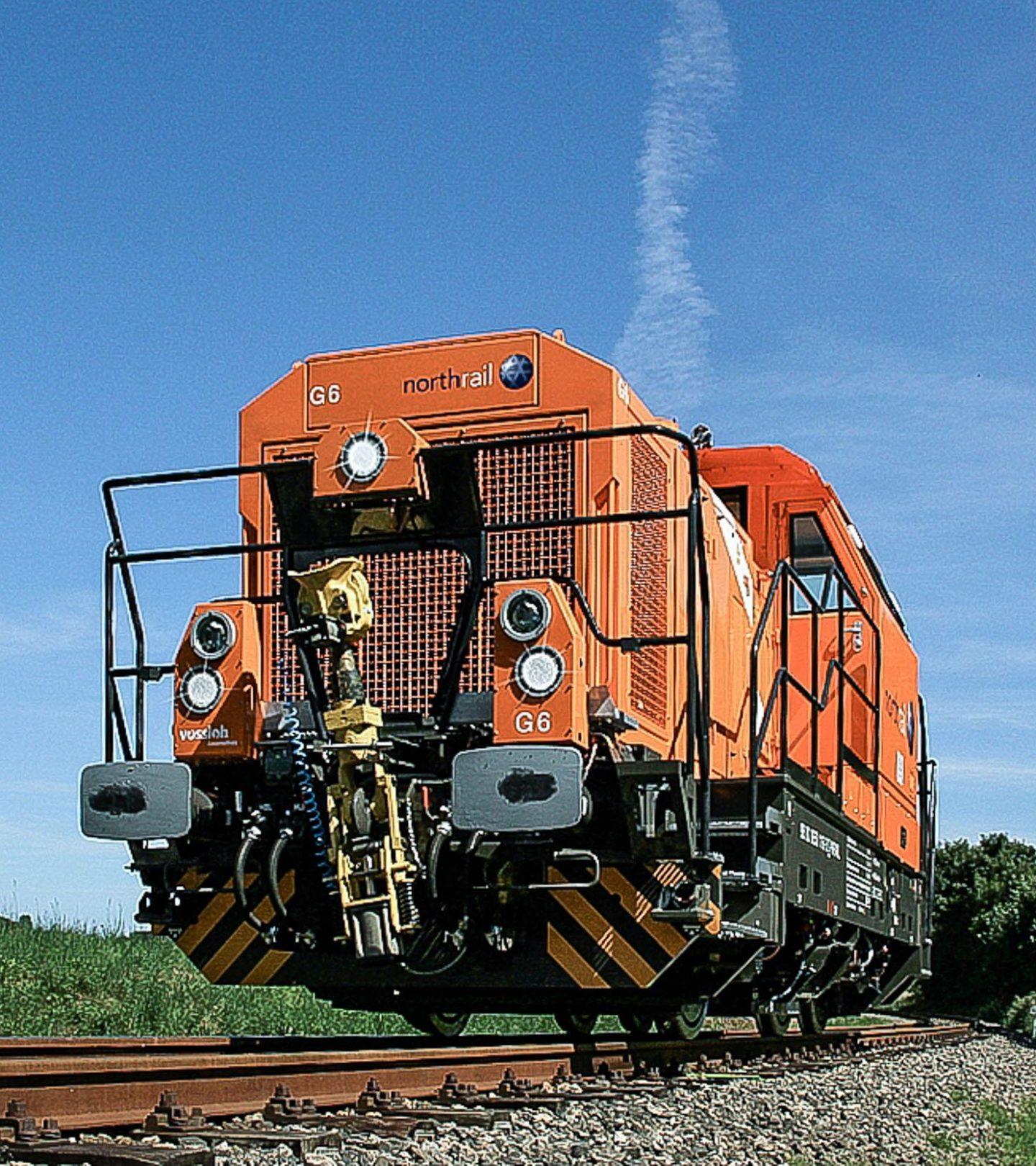 Northrail-Lokomotive auf Gleis