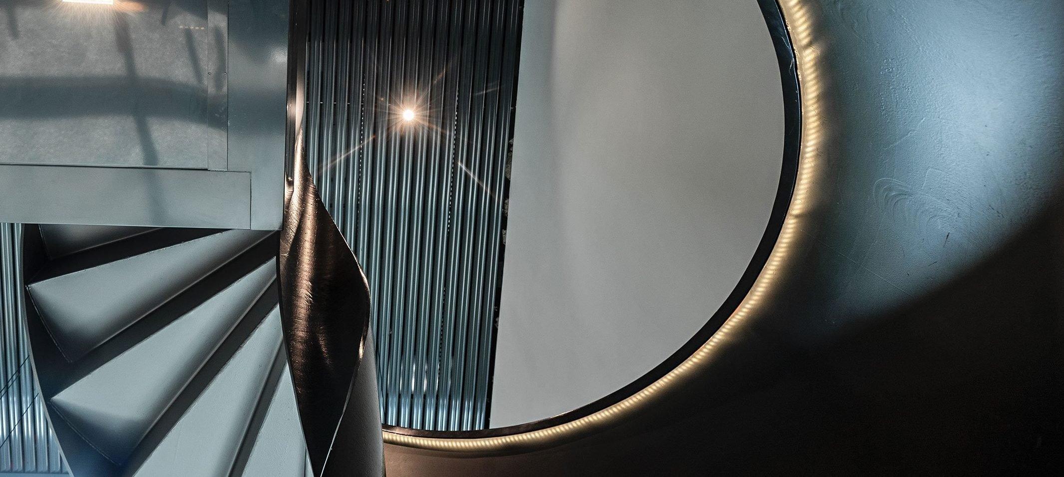 Wendeltreppe im Eingangsbereich