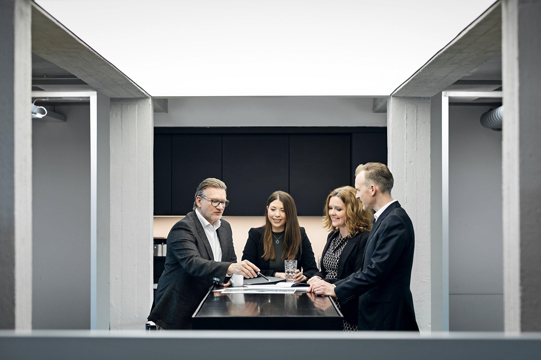 Geschäftsführer und Mitarbeiter der Paribus Immobilien Assetmanagement im Gespräch