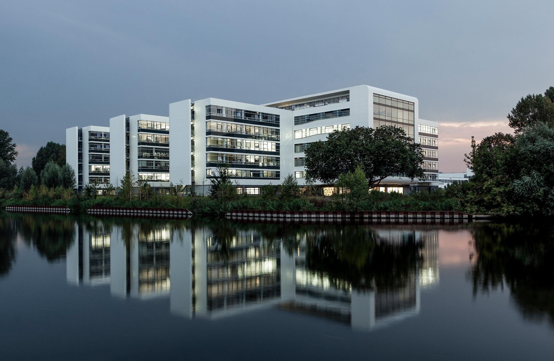 BSH Verwaltungs- und Forschungszentrum Berlin - Bürogebäude bei Nacht
