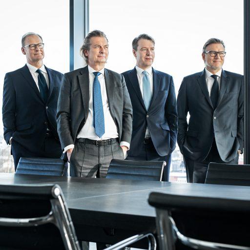 Geschäftsführung der Paribus Holding GmbH & Co. KG. Von links: Oliver Georg, Dr. Christopher Schroeder (geschäftsführender Gesellschafter), Dr. Volker Simmering und Thomas Böcher