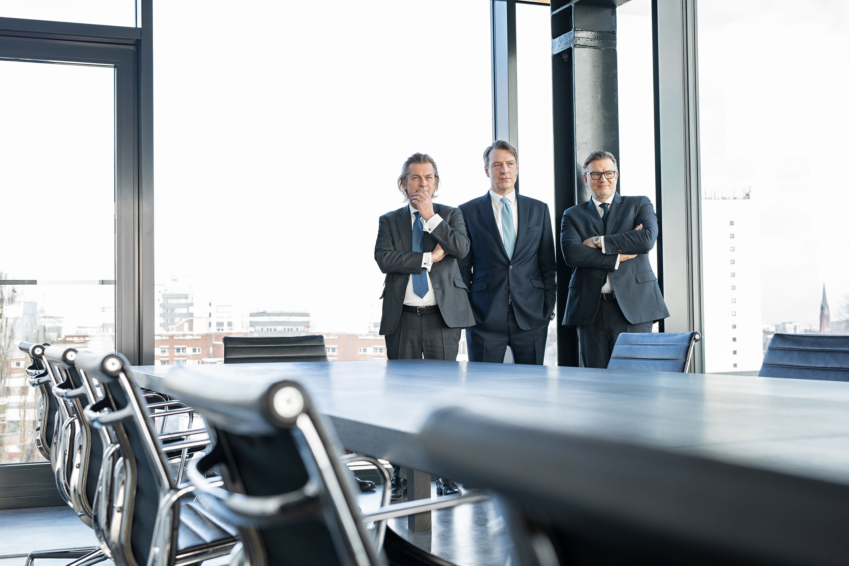 Geschäftsführung der Paribus Holding GmbH & Co. KG, von links: Dr. Christopher Schroeder (geschäftsführender Gesellschafter), Dr. Volker Simmering und Thomas Böcher